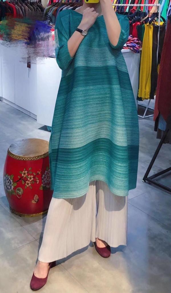 FREE SHIPPING Miyake pressure plait gradients show thin stripe dress irregular fold dress with half sleeves dress IN STOCK