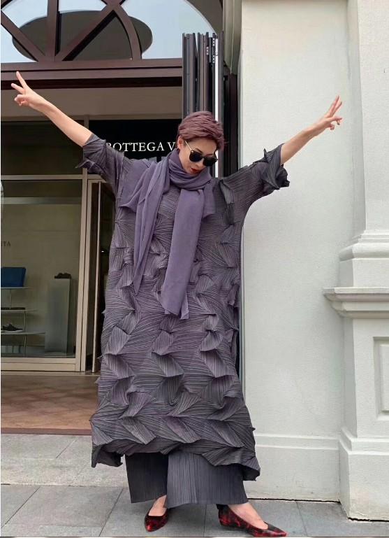 HOT SELLING Miyake fashion fold Diamond pleats dress half sleeve solid color stand collar loose long bud dress IN STOCK 1