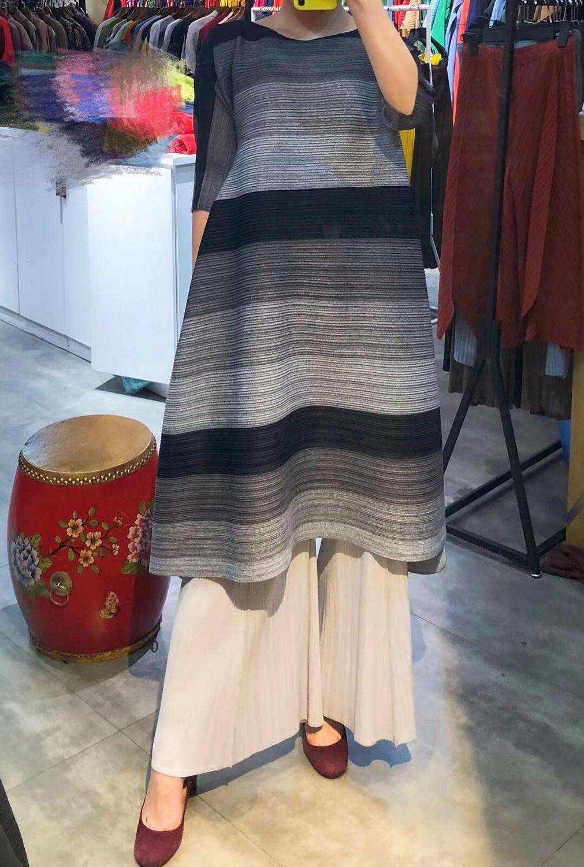 FREE SHIPPING Miyake pressure plait gradients show thin stripe dress irregular fold dress with half sleeves dress IN STOCK 2