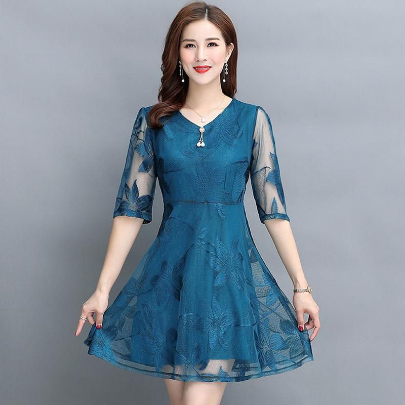 Women's fashion Mesh dress vintage V-Neck Half sleeve Lace dress Summer new black temperament Large size A-Line dress 3