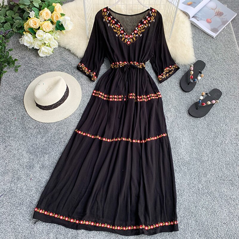 19 new fashion women's dresses Bohemian ethnic embroidery flower V-neck half sleeve tie dress summer 1