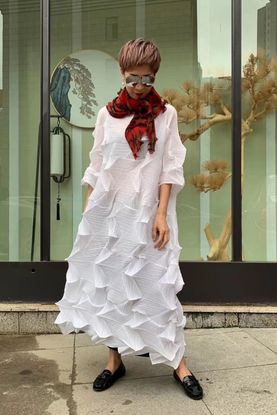 HOT SELLING Miyake fashion fold Diamond pleats dress half sleeve solid color stand collar loose long bud dress IN STOCK 3