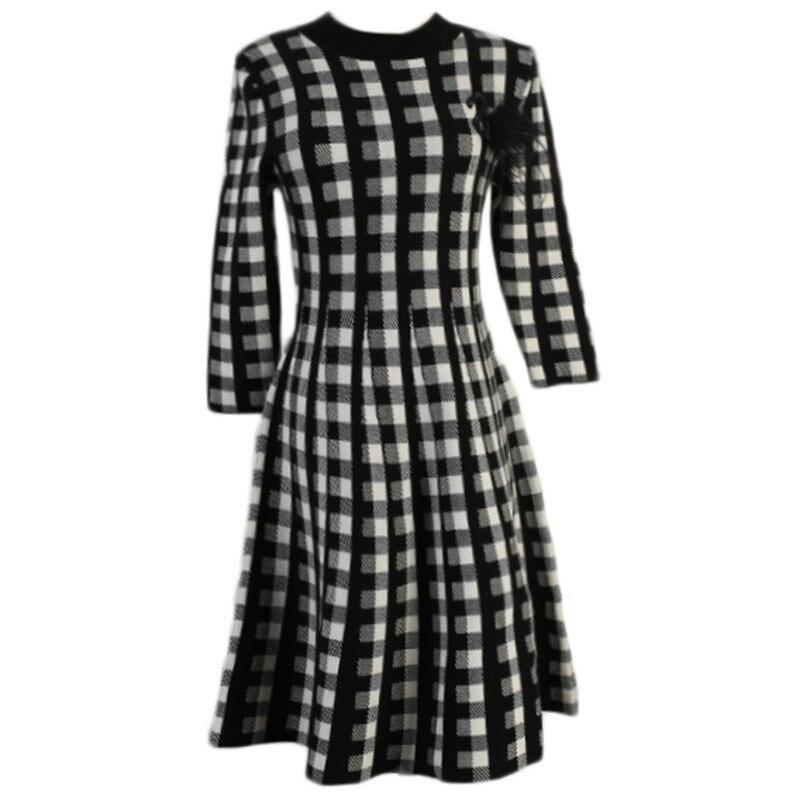 Vintage Wool Blend Plaid Sweater Dress  Autumn Winter Retro Houndstooth Appliques Half Sleeve Pleated Knitting Dress B074 2