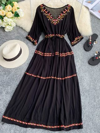 19 new fashion women's dresses Bohemian ethnic embroidery flower V-neck half sleeve tie dress summer